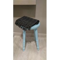 Taburete azul madera